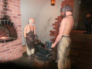 Скульптура рабов - фальшивомонетчиков