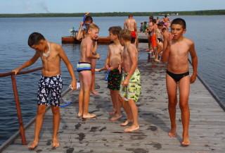Макс Головизнин и Ко после первого купания