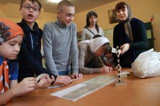 В воскресной школе - Саша Гончаров - в центре