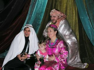 Джафар, султан, Ведущая и девочка из Инталла