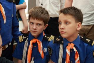 Артём - слева