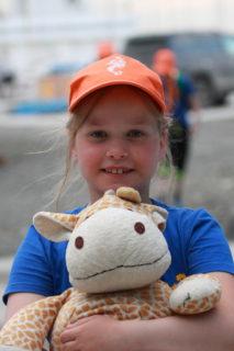 Алика Сичкар с жирафом Аликом