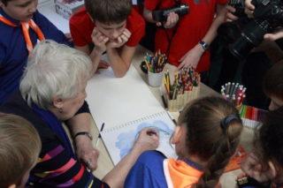 Артём Зубков в красной футболке (фото Льва Машнова